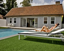 Gazon synthetique discount en bord de piscine